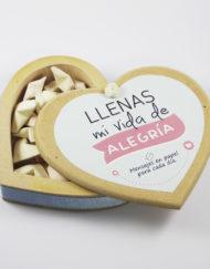 Cofre de madera en forma de corazón