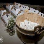 Caja feliz para niños y pañuelitos para invitados